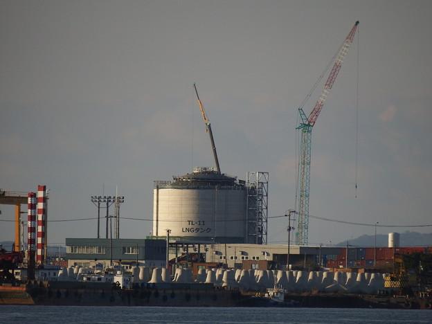 建設中のLNGタンク