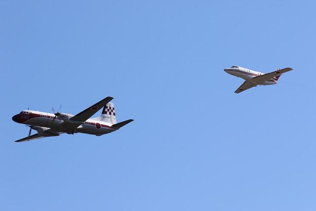 U125&YS-11FC飛行展示1