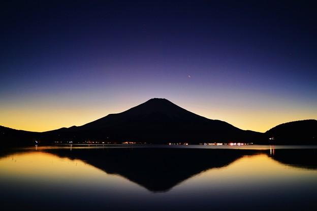 Photos: マジックアワー ~富士水鏡~