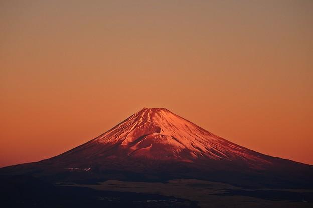 写真: 朝日の当たる山 2018