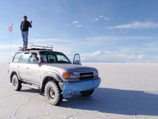 写真: ウユニ塩湖のガイドさん