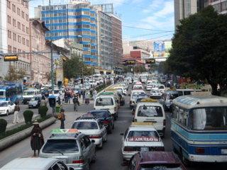 ラパス市内はいつも交通渋滞