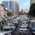 写真: ラパス市内はいつも交通渋滞