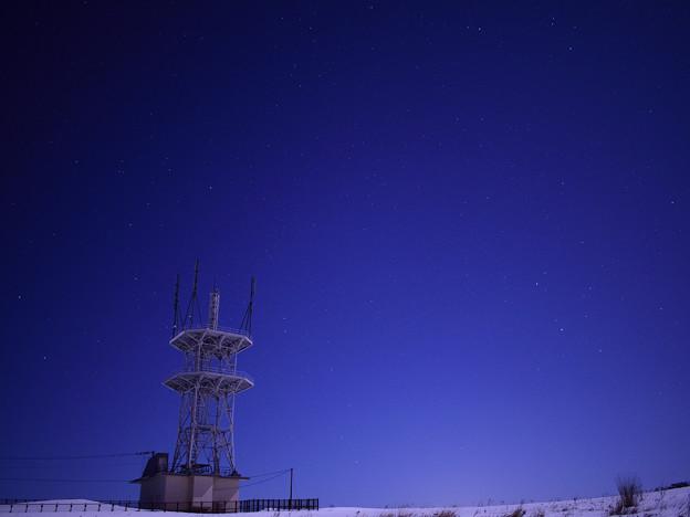 電波塔に広がる星空1