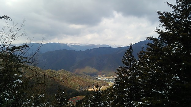 雪を頂く段ヶ峰の山々
