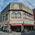 写真: 古い店