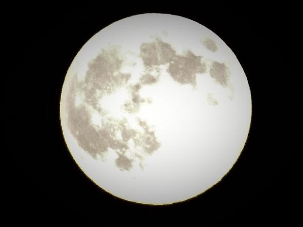 美しく輝く満月