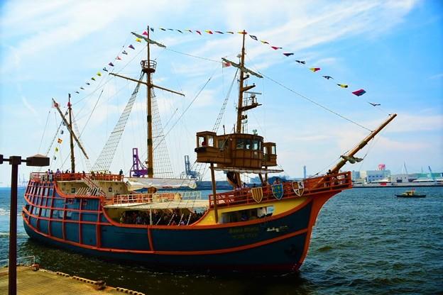 大阪港 帆船型観光船 サンタマリア号