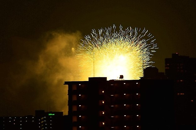 日本三大祭りのひとつである天神祭の奉納花火
