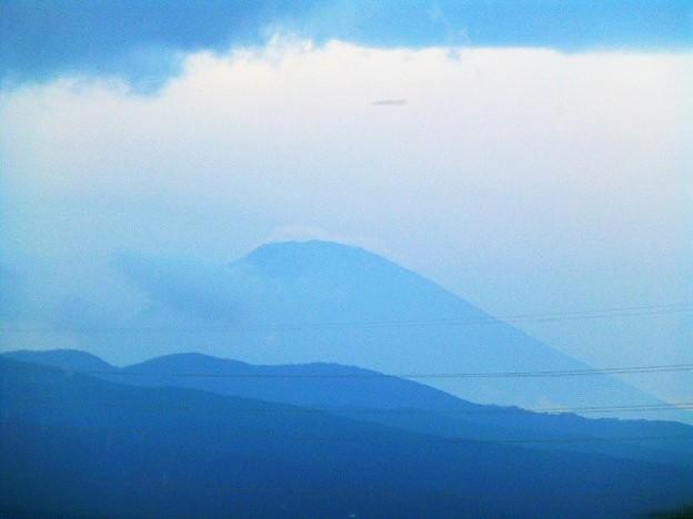 写真: 新幹線車窓からの富士山