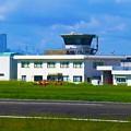 写真: 八尾空港の管制塔