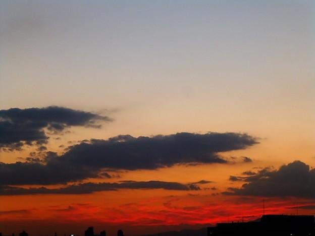 夕焼け染まる西の空