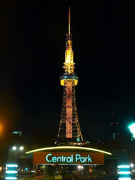 写真: 名古屋のシンボルテレビ塔