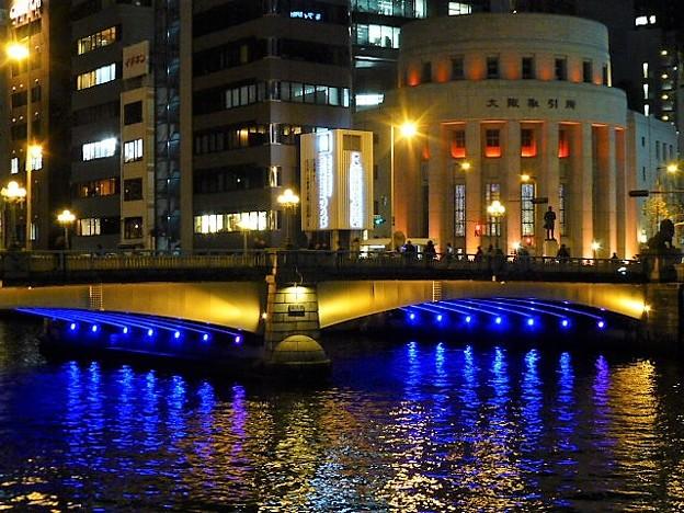 なにわ橋と大阪取引所のライトアップ