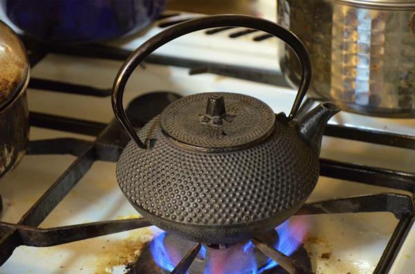 コンロでお湯を沸かして