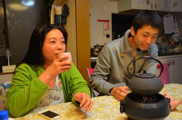 夕食後にお茶を飲みながらゆっくり過ごすひととき