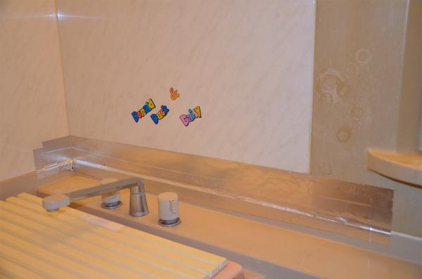 防水アルミテープの上に通常のアルミテープを貼付ける