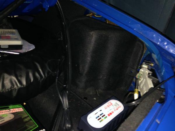 マリナーブルーのバッテリーに端子を接続