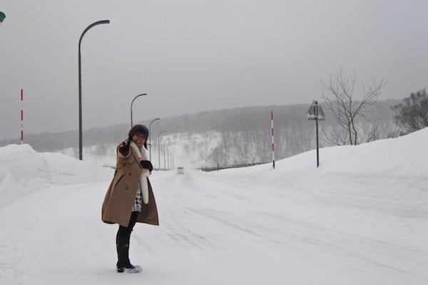 進むほどに雪と風が強くなる中で城ヶ倉大橋へ