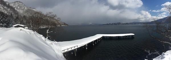 雪に包まれた和井内の桟橋