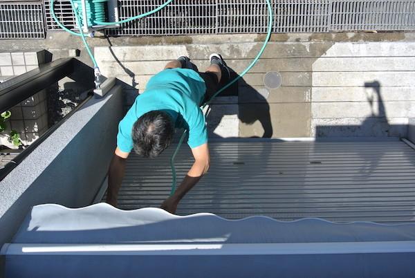 ガレージのシャッターを水洗い
