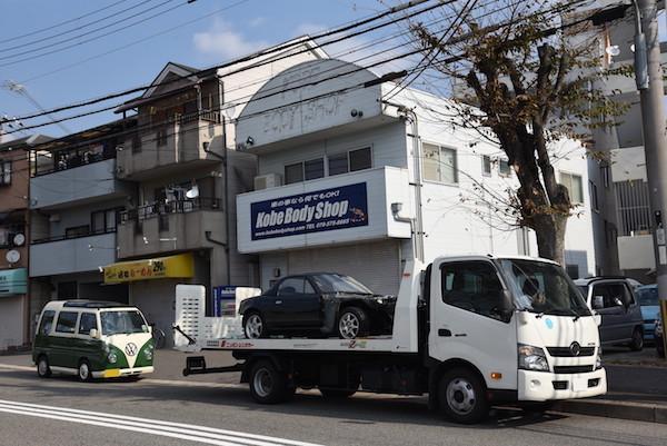 神戸ボディーショップに到着
