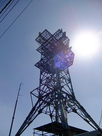 権現山山頂の鉄塔