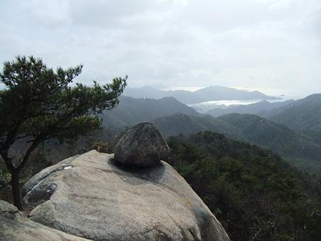 おむすび岩
