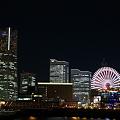 写真: 横浜・象の鼻防波堤から臨む夜景