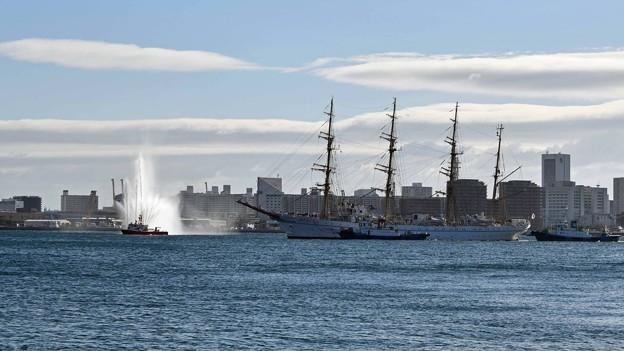 写真: 帆船の入港