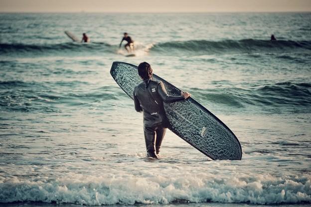 波に向かって